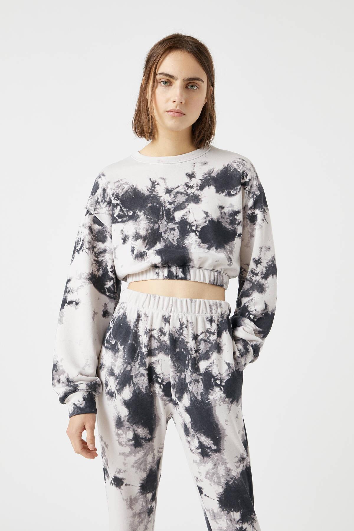 Pull & Bear Kadın Taş Rengi Elastik Kenarlı Batik Desenli Sweatshirt 04591323