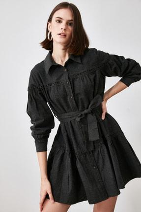 TRENDYOLMİLLA Antrasit Kuşaklı Dantel Detaylı Gömlek Elbise TWOAW21EL1964