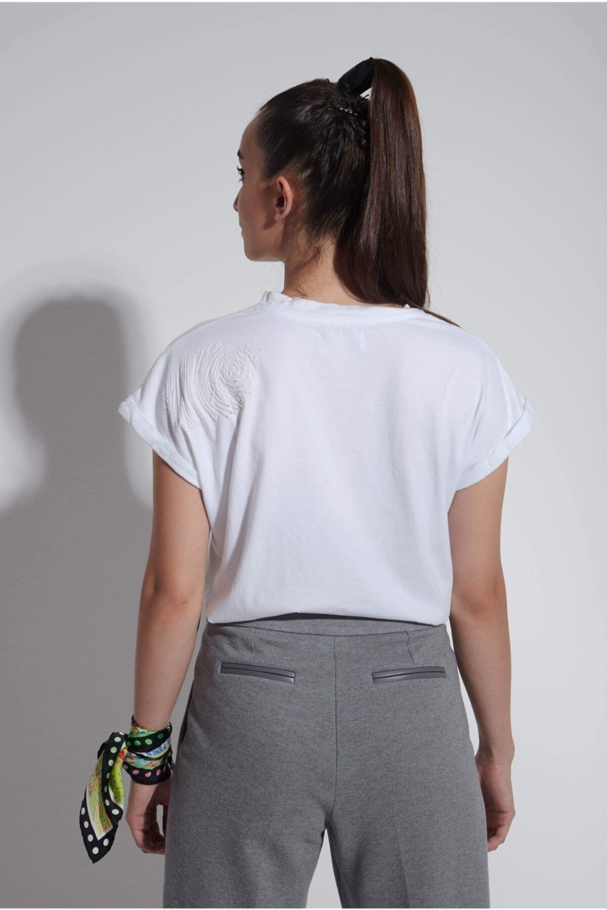 Arzu Kaprol Kadın Beyaz Yuvarlak Yaka Basic T-shirt 2
