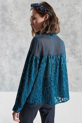 Yargıcı Kadın Petrol Düğme Detaylı Yüksek Yaka Bluz 0KKGM6024X