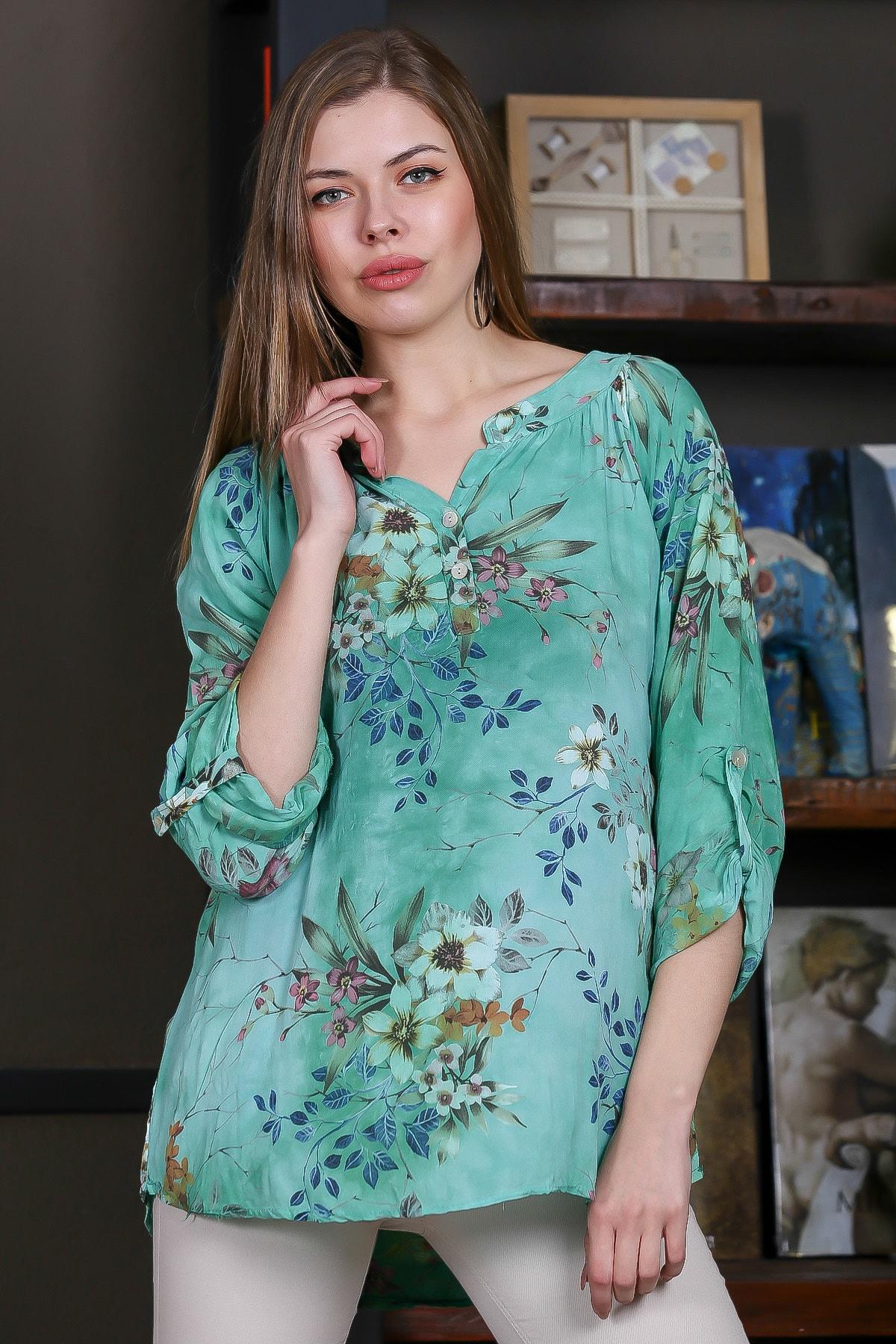 Chiccy Kadın Yeşil İtalyan Bahar Dalı Desenli Patı Düğme Detaylı 3/4 Kol Ayarlı Bluz M10010200BL95497