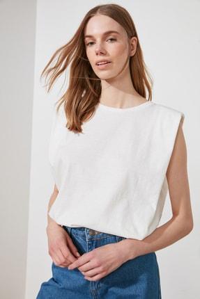TRENDYOLMİLLA Beyaz Vatkalı Basic Örme T-Shirt TWOSS20TS0866