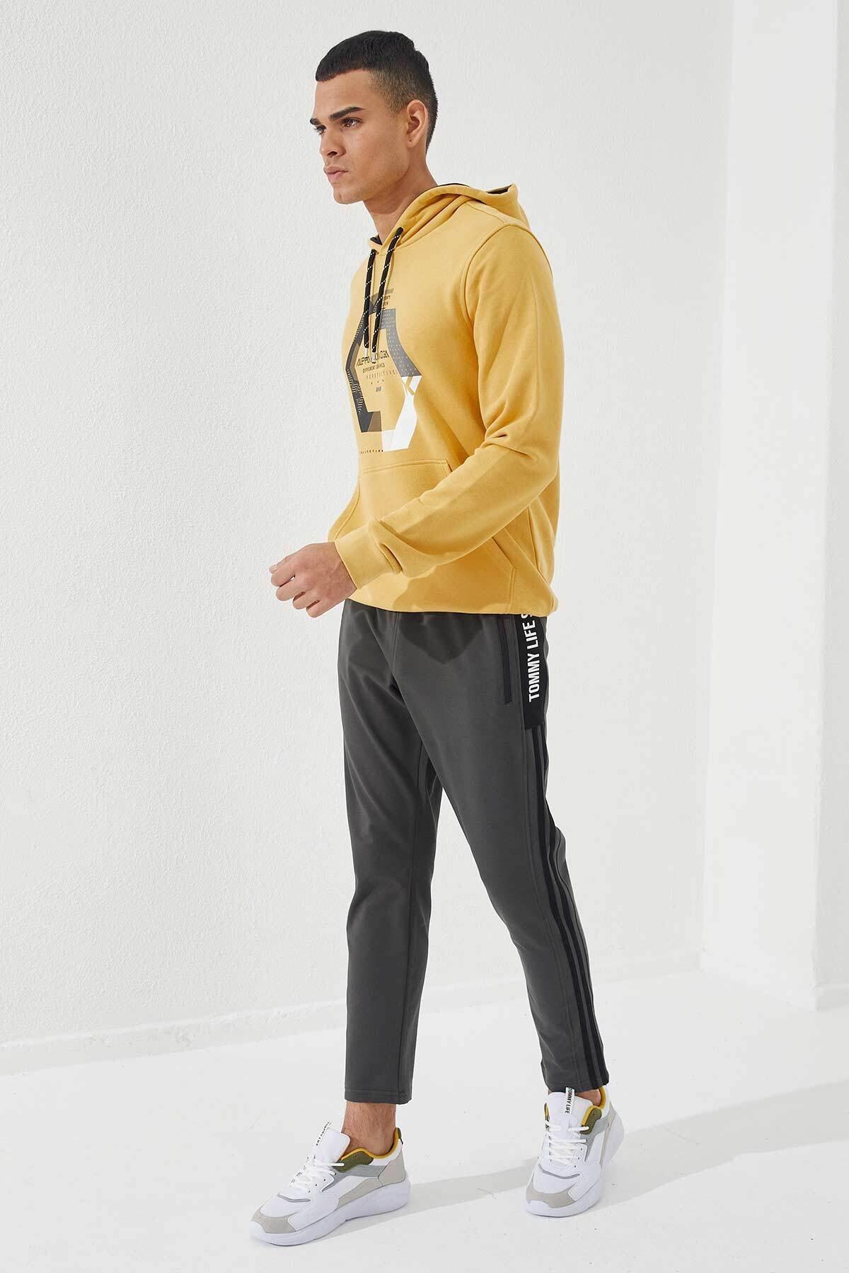 Tommy Life Erkek Sarı Kapüşonlu Üç Renk Nakışlı Hardal Kanguru Cepli  Sweatshirt 2