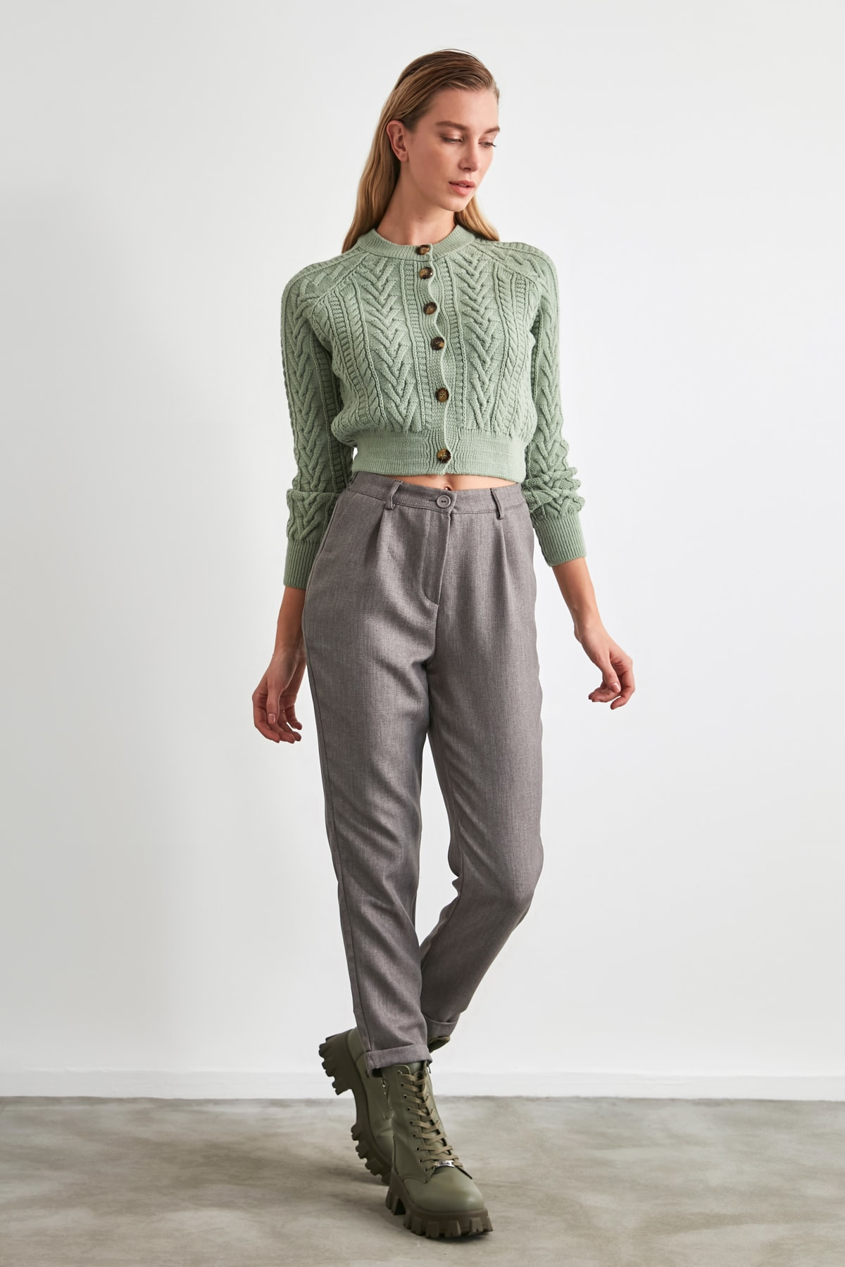 TRENDYOLMİLLA Gri Pili Detaylı Pantolon TWOAW20PL0541 2