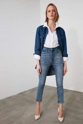TRENDYOLMİLLA Mavi Yırtık Detaylı Yüksek Bel Mom Jeans TWOAW21JE0774