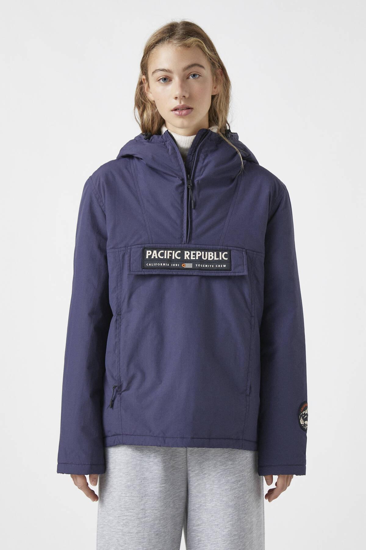 """Pull & Bear Kadın Lacivert """"Pacific Republic"""" Logo Baskılı Kanguru Mont 09710424"""