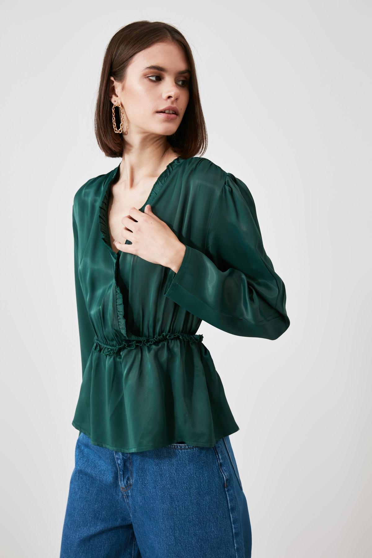 TRENDYOLMİLLA Zümrüt Yeşili Fırfırlı Bluz TWOAW21BZ1315 1