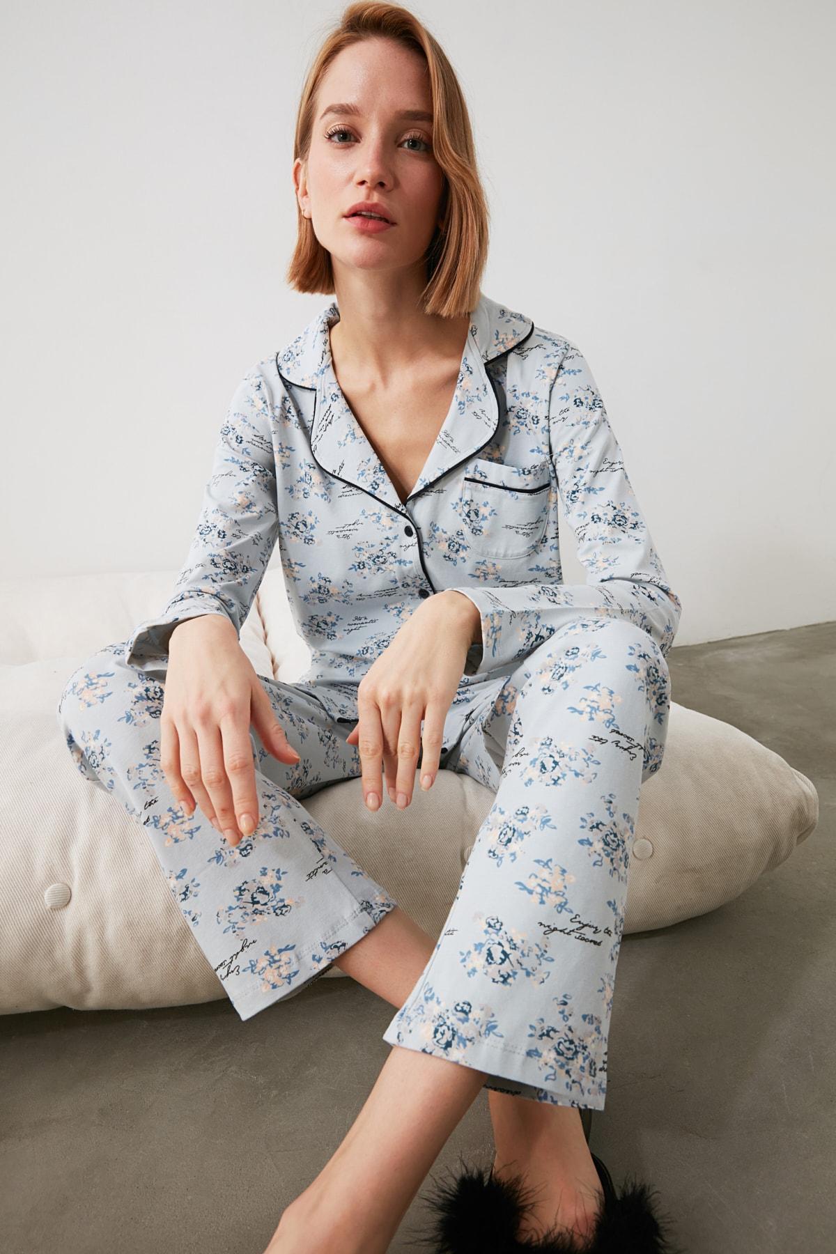 TRENDYOLMİLLA Mavi Çiçek Desenli Gömlek Pantolon Pijama Takımı THMAW20PJ0016 1