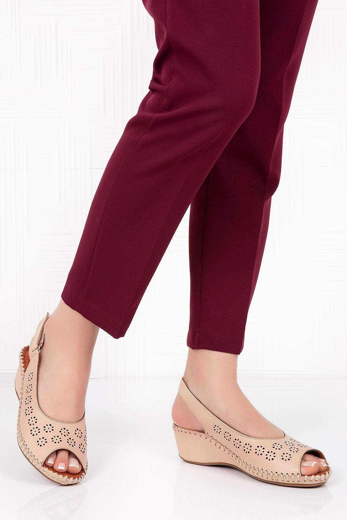 Gondol Kadın Bej  Deri Anatomik Taban Sandalet 1