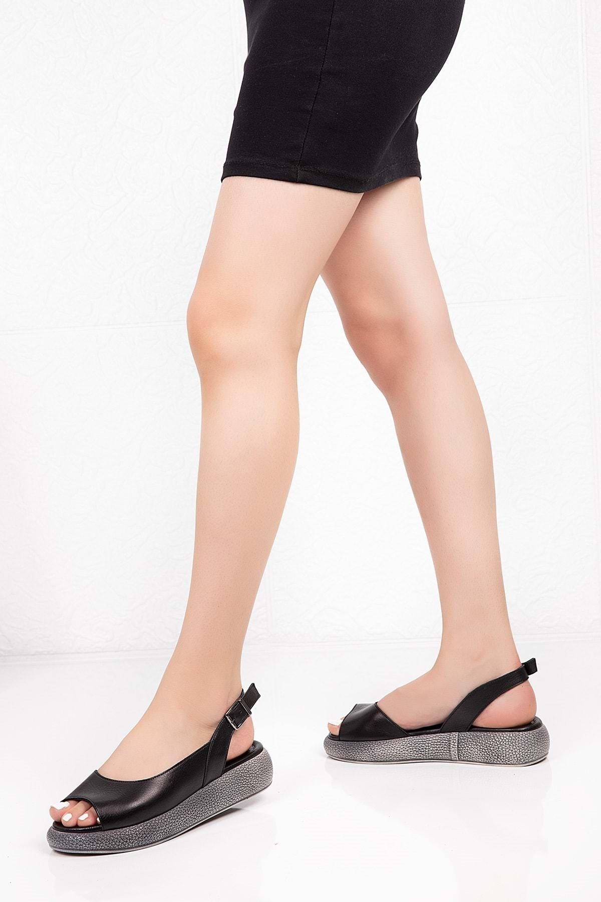 Gondol Kadın Siyah  Deri Anatomik Taban Sandalet 1