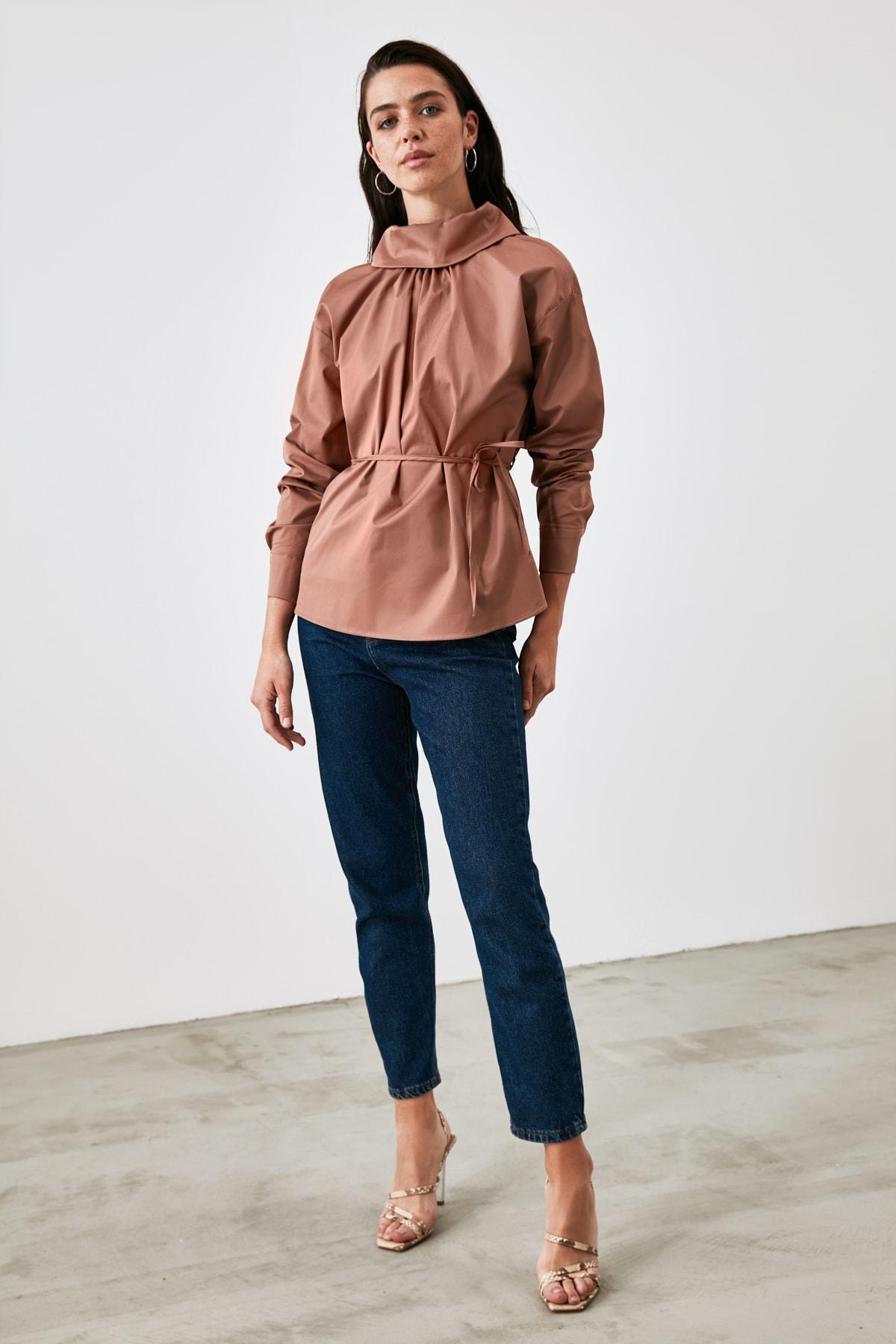 TRENDYOLMİLLA Camel Yaka Detaylı Bluz TWOAW21BZ1287 1