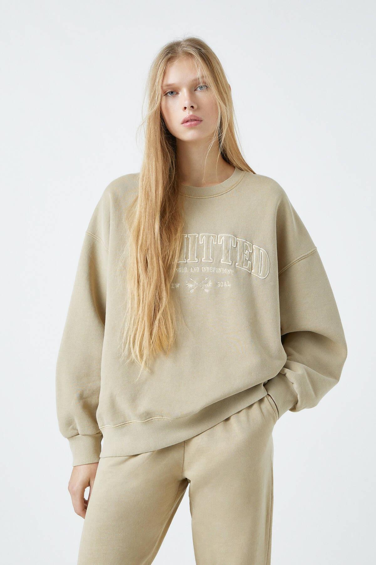 Pull & Bear Kadın Bej Önü Sloganlı Koyu Sarı Sweatshirt 04591300