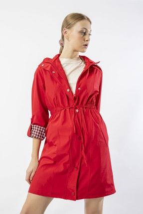 HESAPLİKAFA Kadın Kırmızı Kapüşonlu Uzun Trençkot Hk030305ea