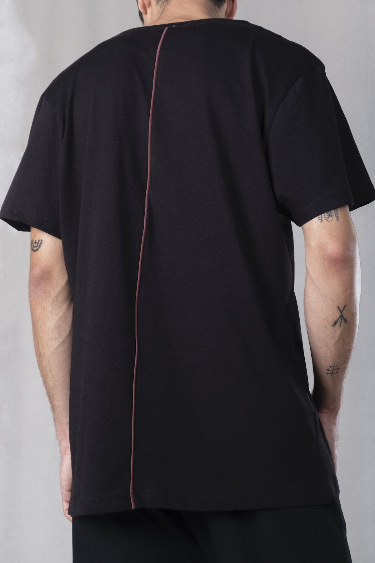 tinbasic Erkek Siyah Sırt Detaylı %100 Pamuk Örmek Bisiklet Yaka Oversize T-shirt 1