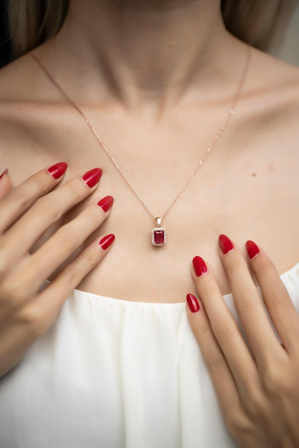 İzla Design Kadın Kare Model Yakut Taşlı Rose Kaplama Gümüş Kolye İZLASLVR00543 1