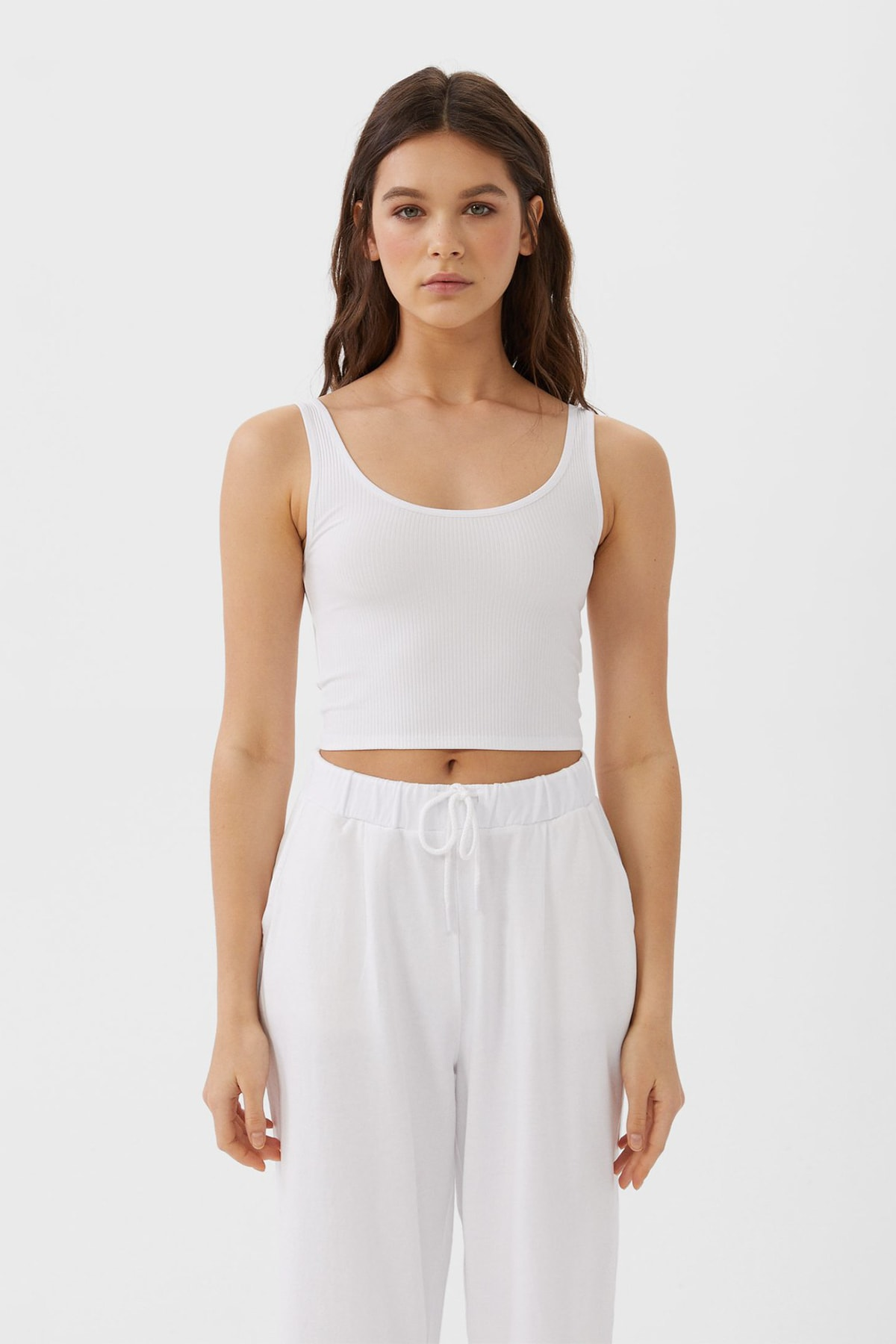 Stradivarius Kadın Beyaz Crop Fit Kolsuz T-Shirt 02517784 1