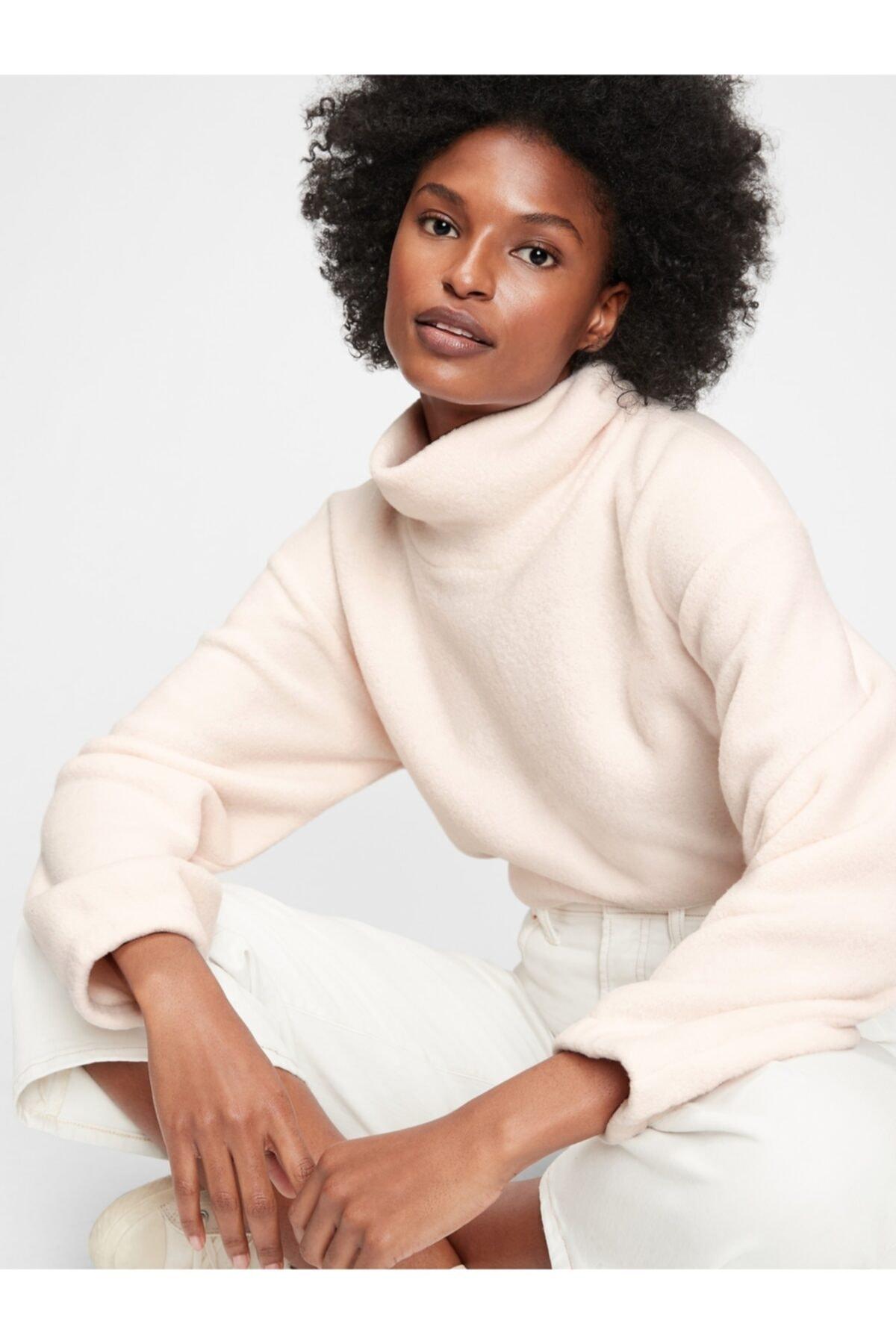 GAP Kadın Bej Balıkçı Yaka Polar Sweatshirt 1