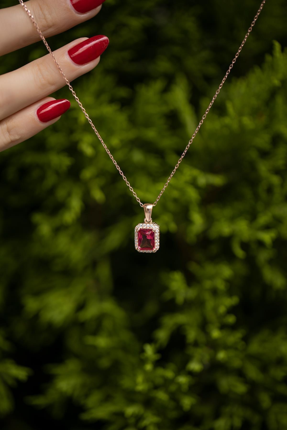 İzla Design Kadın Kare Model Yakut Taşlı Rose Kaplama Gümüş Kolye İZLASLVR00543 2