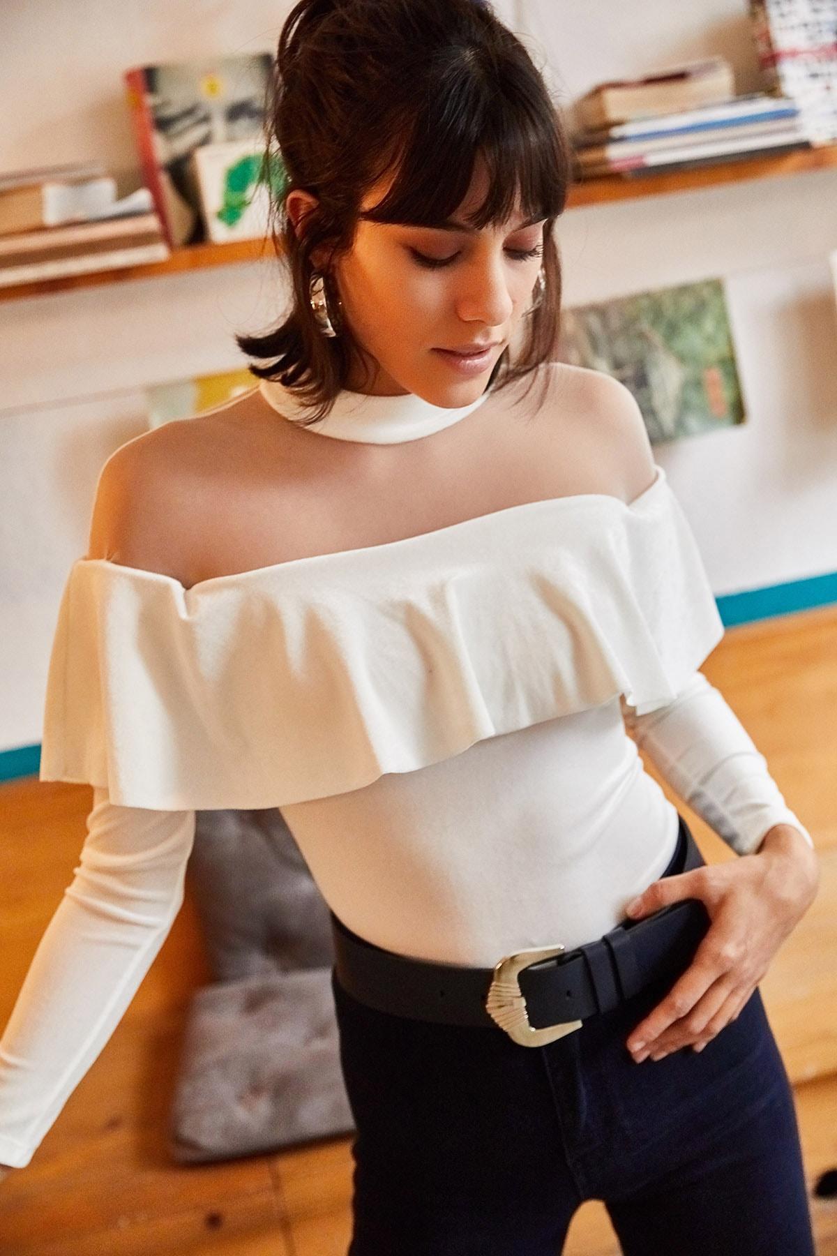 Olalook Kadın Beyaz Roba Tüllü Volanlı Kadife Bluz BLZ-19001220 2