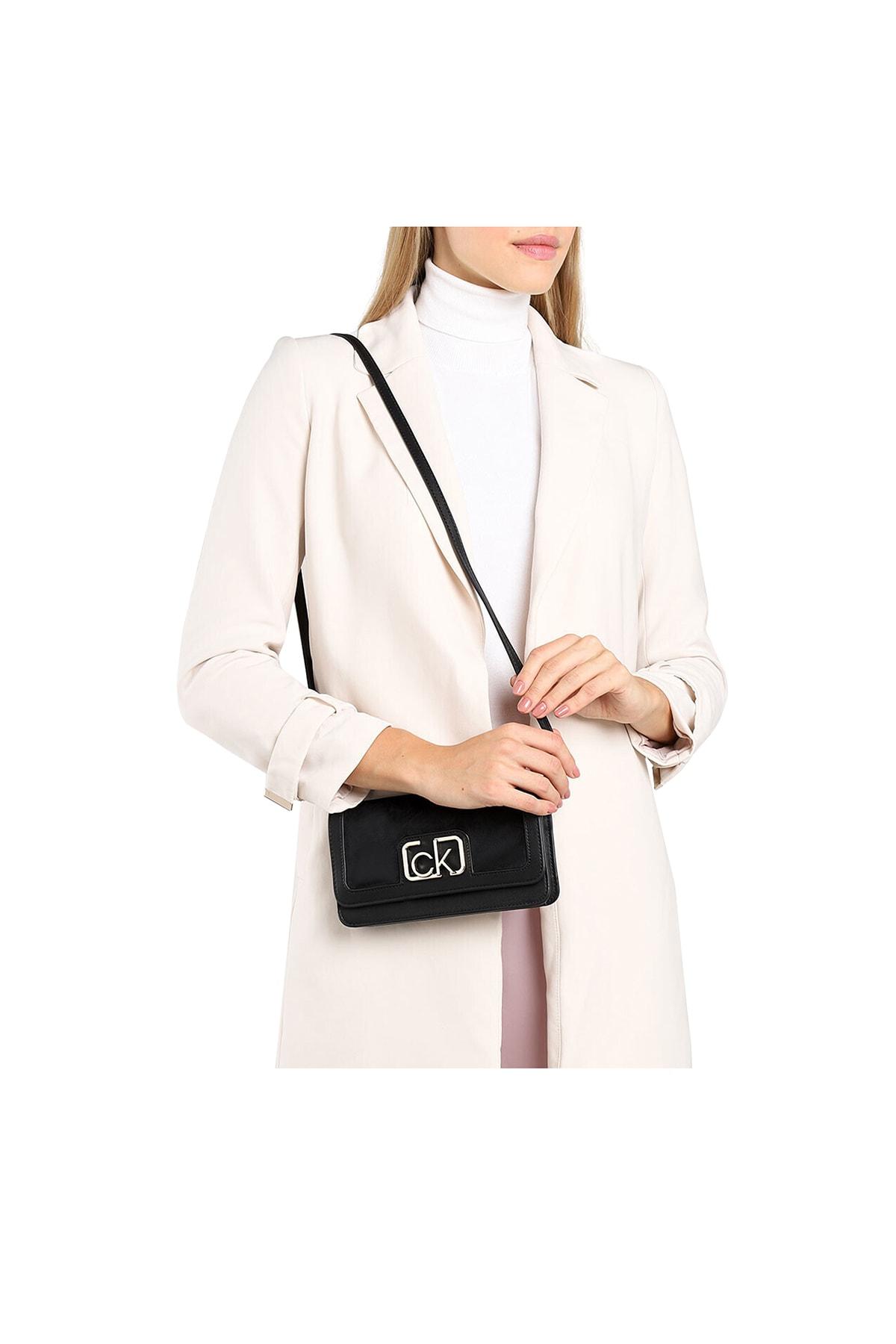 Calvin Klein Kadın Siyah Logo Baskılı Çanta K60k607118 2