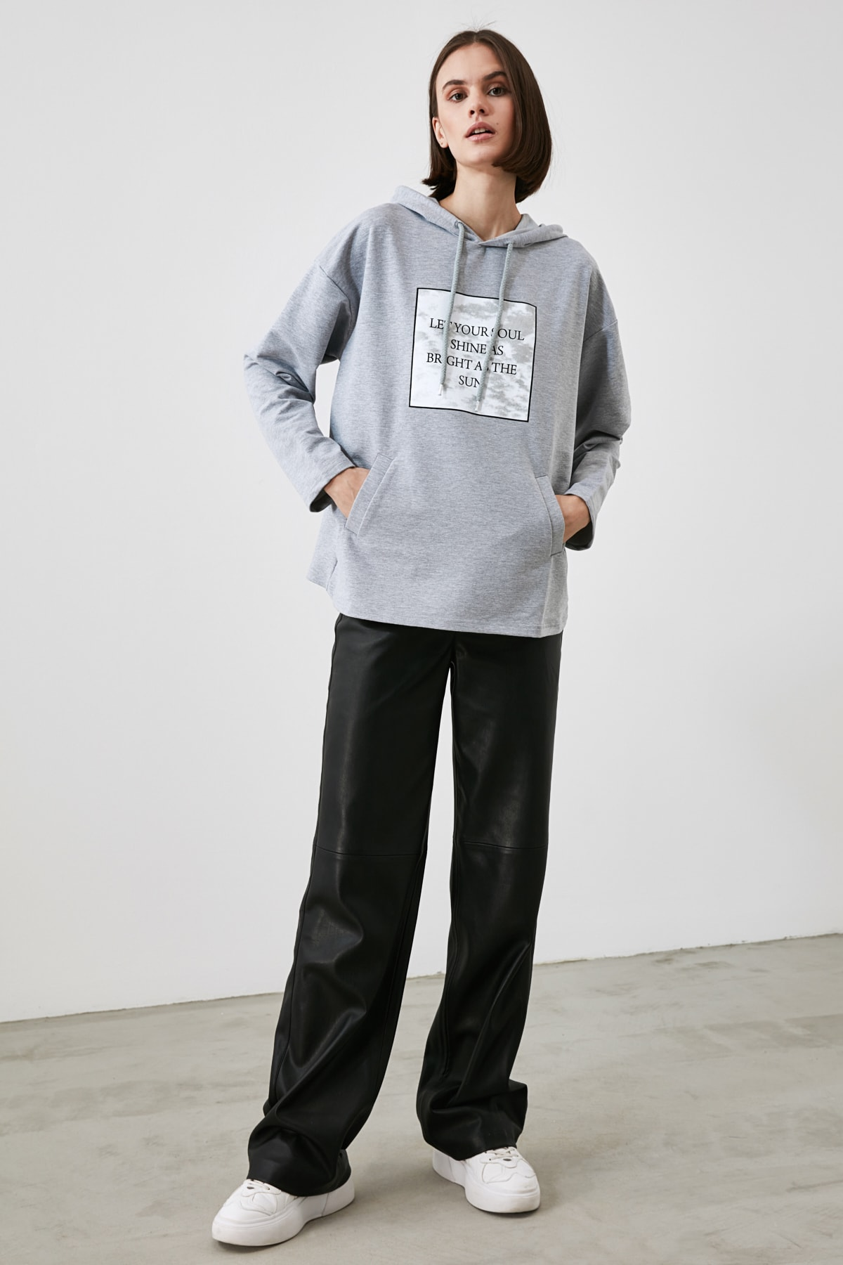 TRENDYOLMİLLA Gri Baskılı Örme Sweatshirt TWOAW21SW1921 2