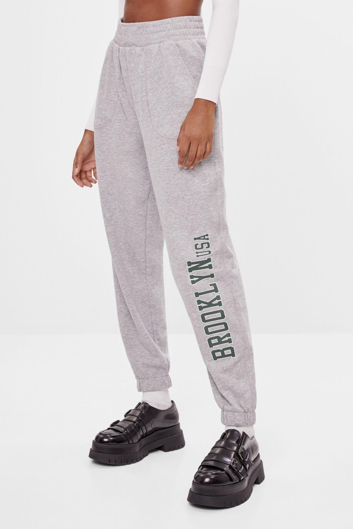 Bershka Kadın Gri Baskılı Jogging Fit Pantolon 05219443 2
