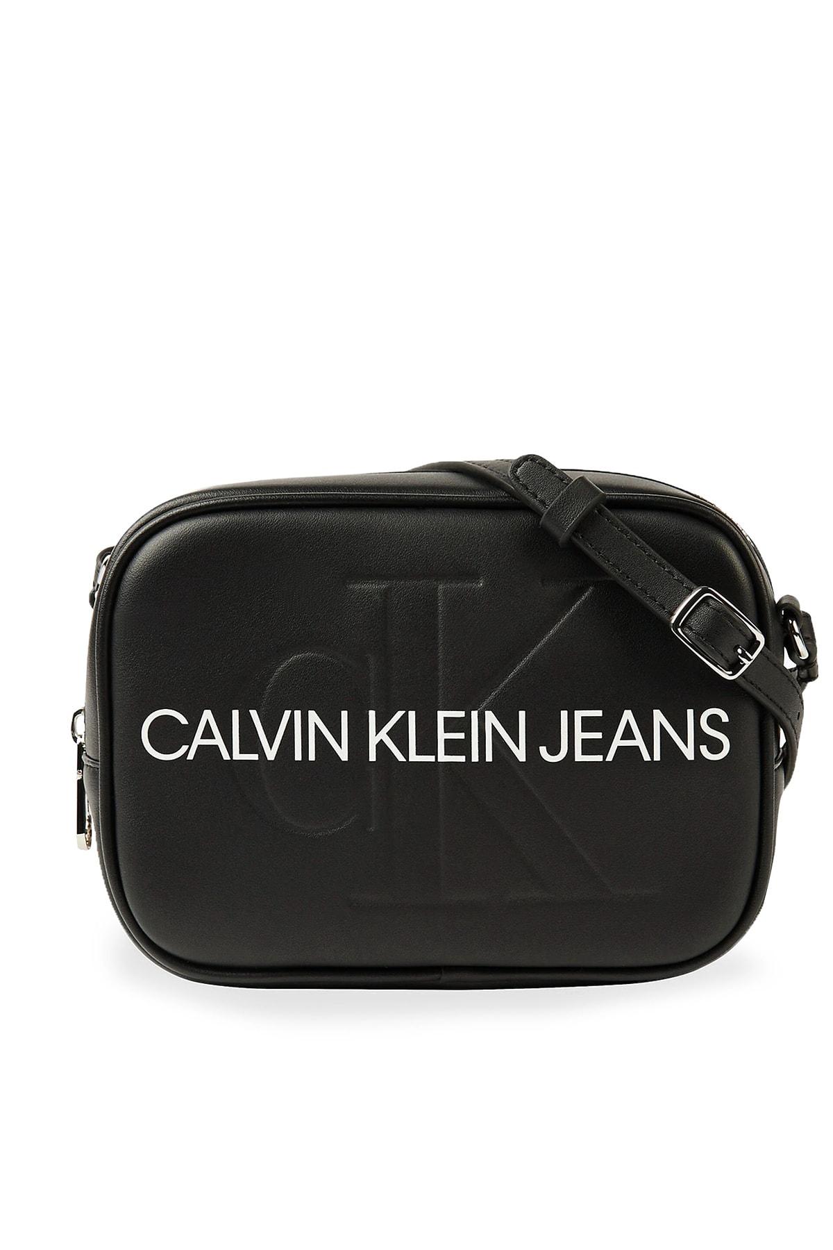 Calvin Klein Kadın Siyah Beyaz Logo Baskılı Ayarlanabilir Askılı Çanta K60k607202 Bds 1