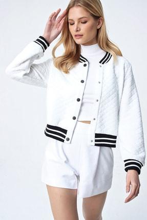Trend Alaçatı Stili Kadın Beyaz Şerit Detaylı Kapitone Ceket ALC-X5264