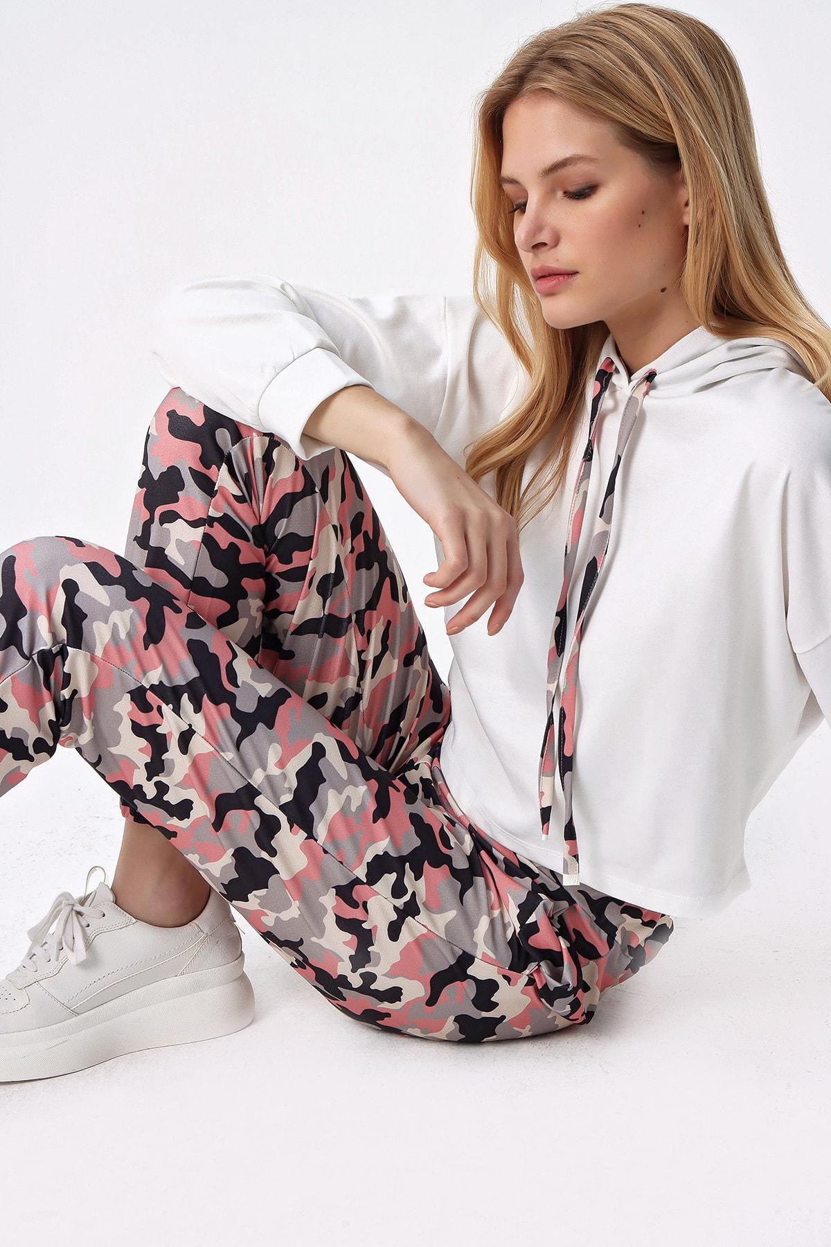Trend Alaçatı Stili Kadın Pudra Ekru Kamuflaj Kapşonlu Crop Eşofman Takım ALC-X5080 1
