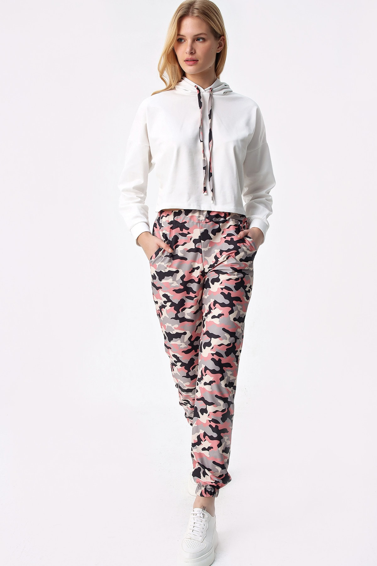 Trend Alaçatı Stili Kadın Pudra Ekru Kamuflaj Kapşonlu Crop Eşofman Takım ALC-X5080 2