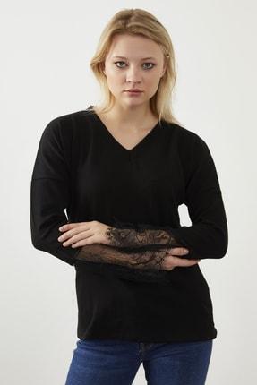 ELBİSENN Kadın Siyah  V Yaka Kolları Güpür Detay Bluz