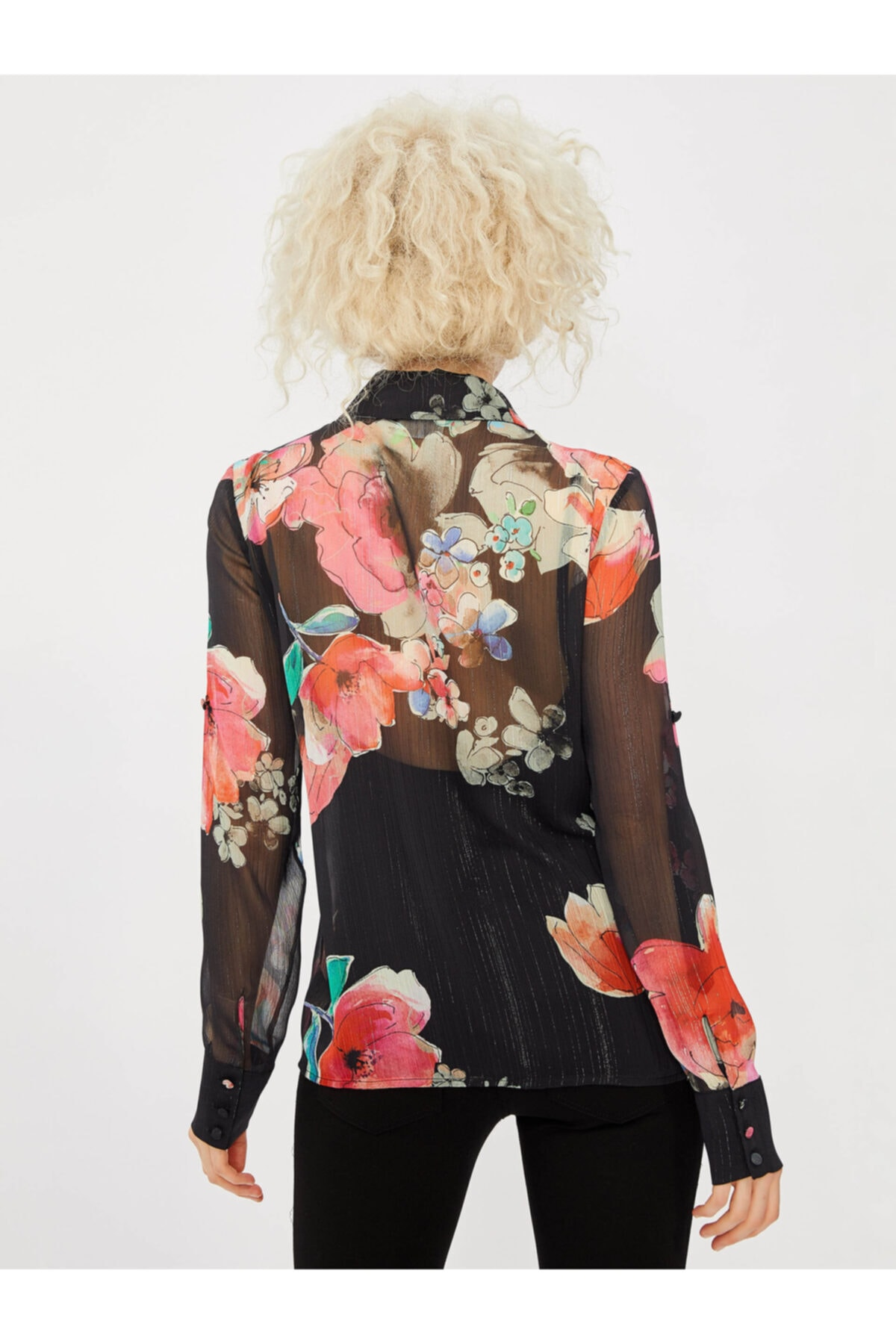 Vekem Kadın Siyah Fırfır Detaylı Çiçek Desenli Gömlek 2