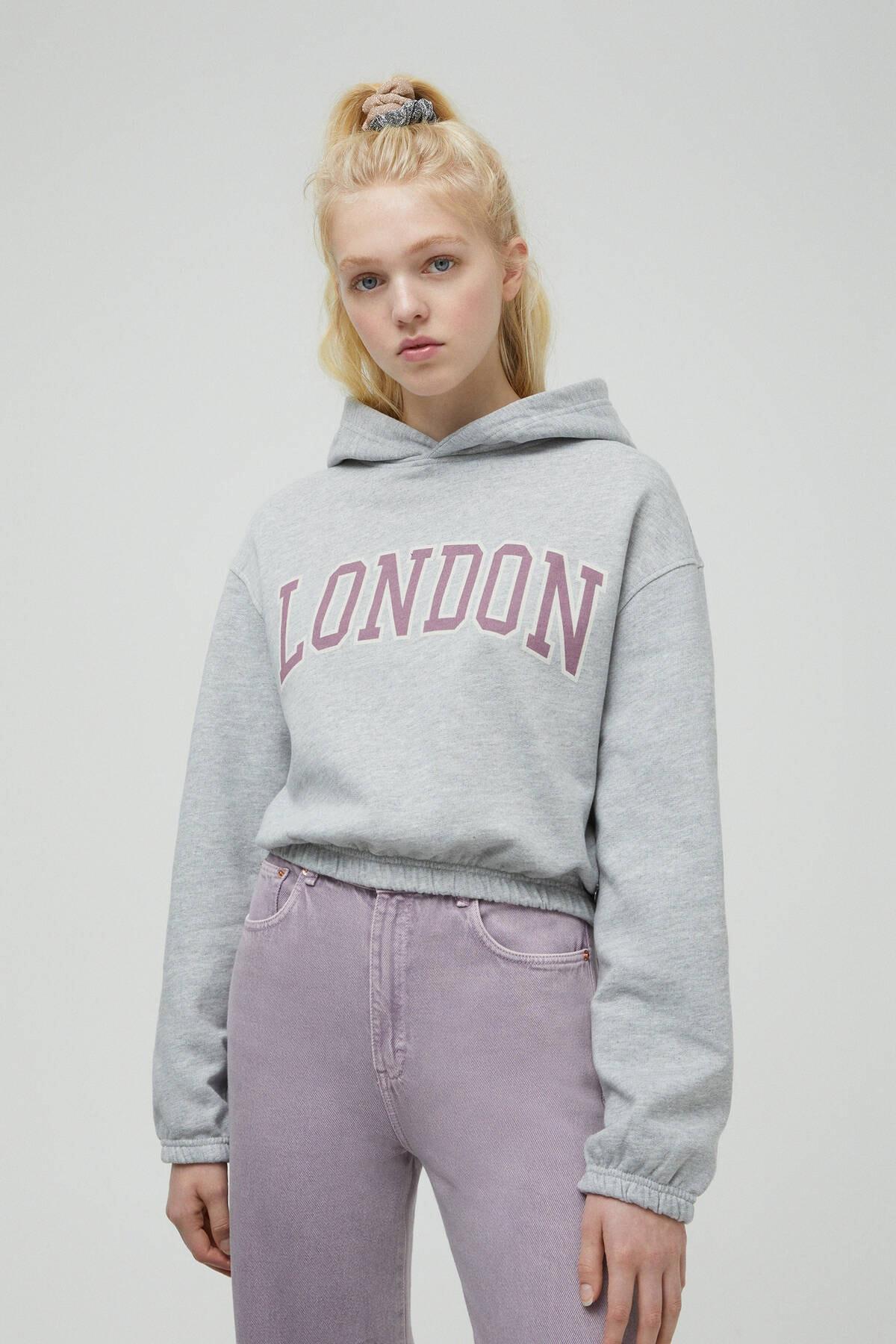 Pull & Bear Kadın Orta Melanj Gri Kapüşonlu London Yazılı Sweatshirt 04591320