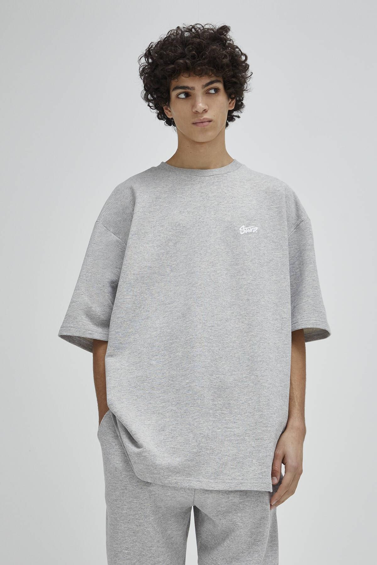 Pull & Bear Erkek Açık Gri Homewear Kapsül Koleksiyonu T-Shirt 04240542