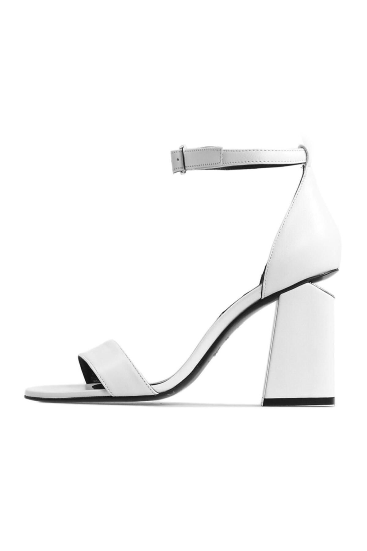 Flower Kadın Beyaz Topuk Detaylı Topuklu Sandalet 1