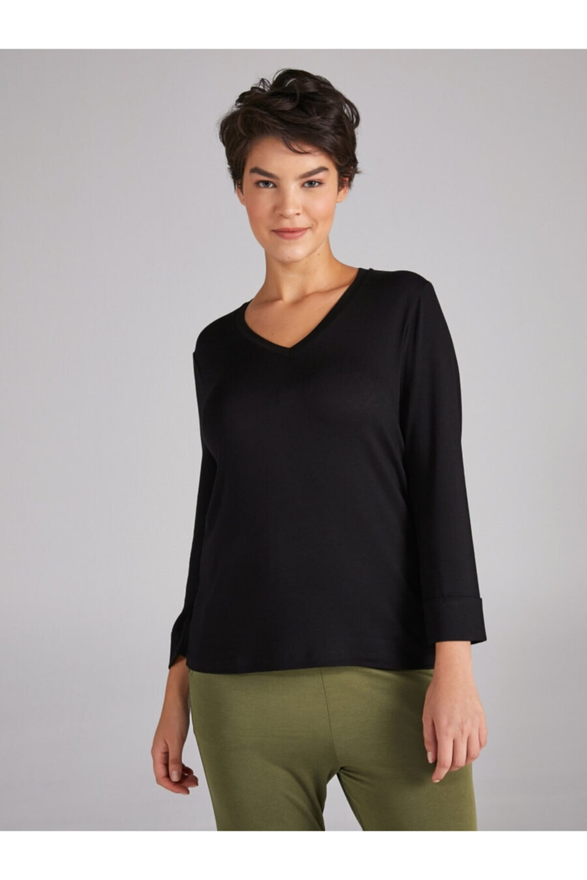 Faik Sönmez Kadın Siyah V Yaka Truvakar Kol T-shirt 1