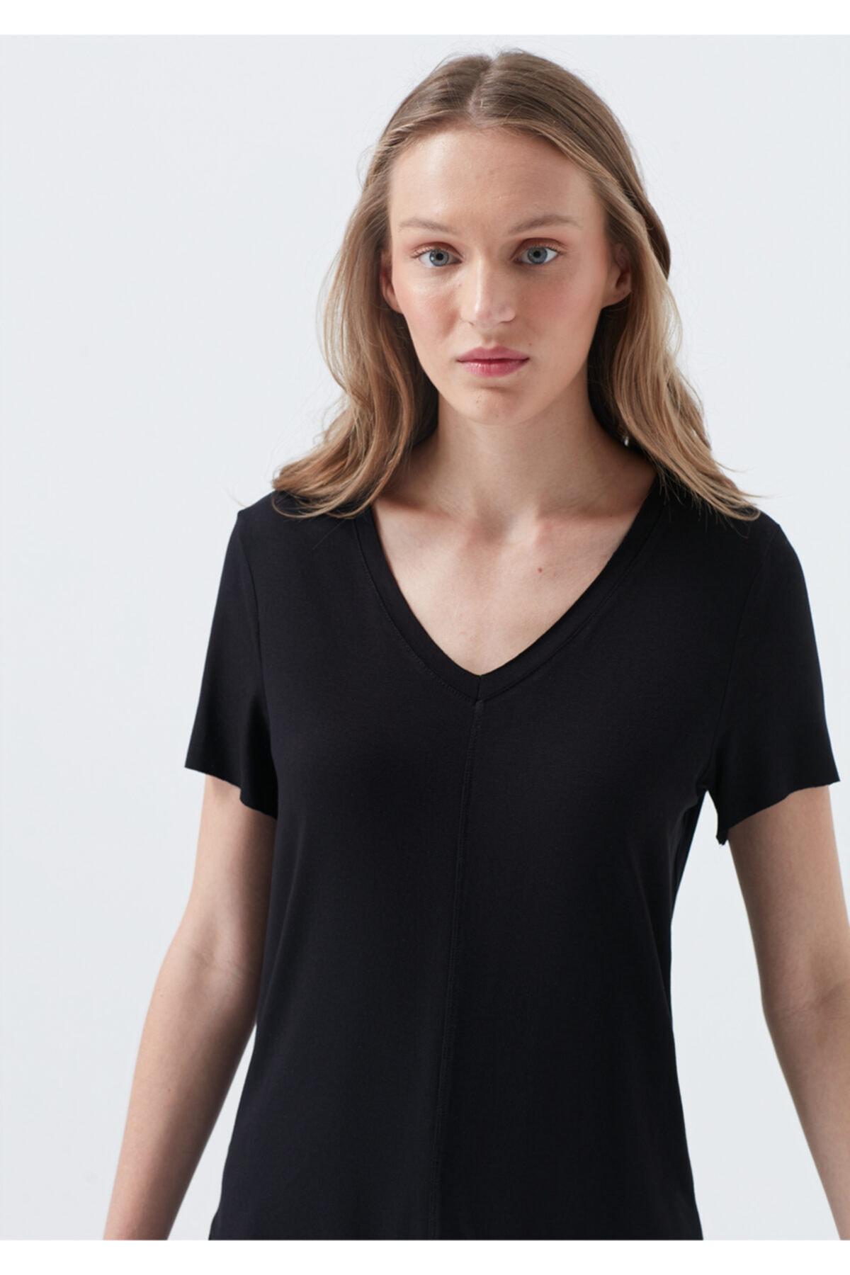 Mavi V Yaka Siyah Basic Tişört 1