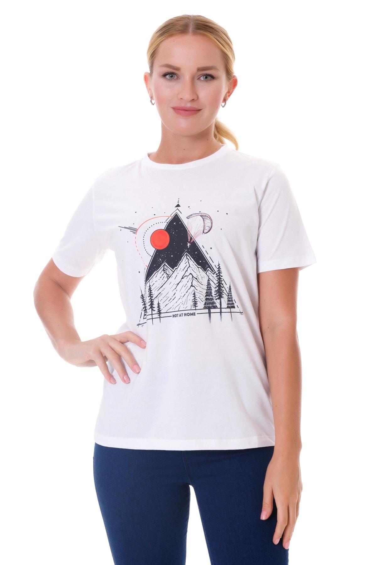 NOT AT HOME Kadın Beyaz Bisiklet Yaka Dağ Desenli T-shirt 1