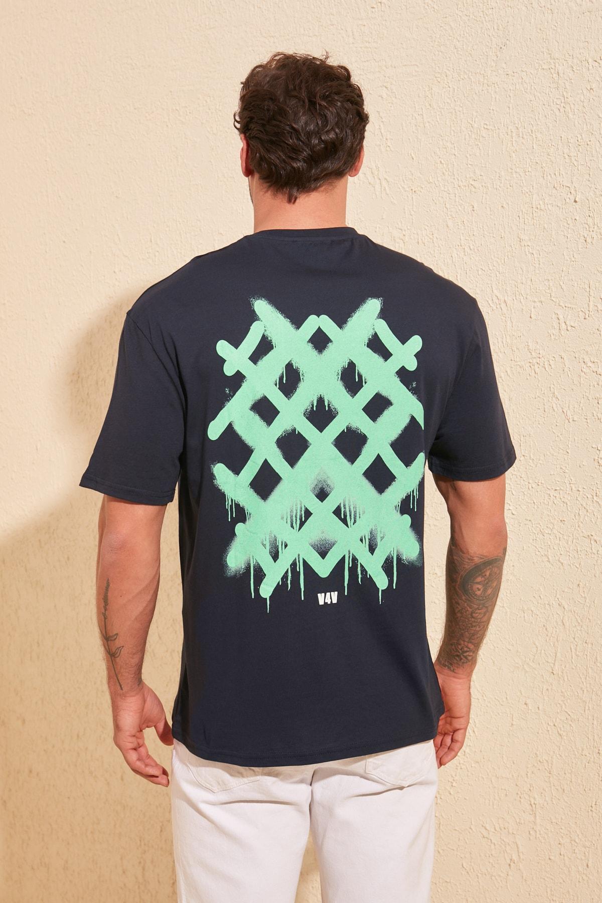 TRENDYOL MAN Lacivert Erkek Sırt Baskılı Geniş Kesim T-Shirt TMNSS20TS1036 1