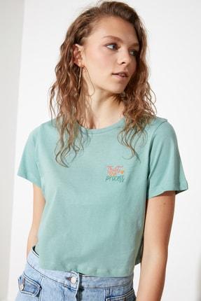 TRENDYOLMİLLA Mint Nakışlı Crop Örme T-Shirt TWOSS21TS2066