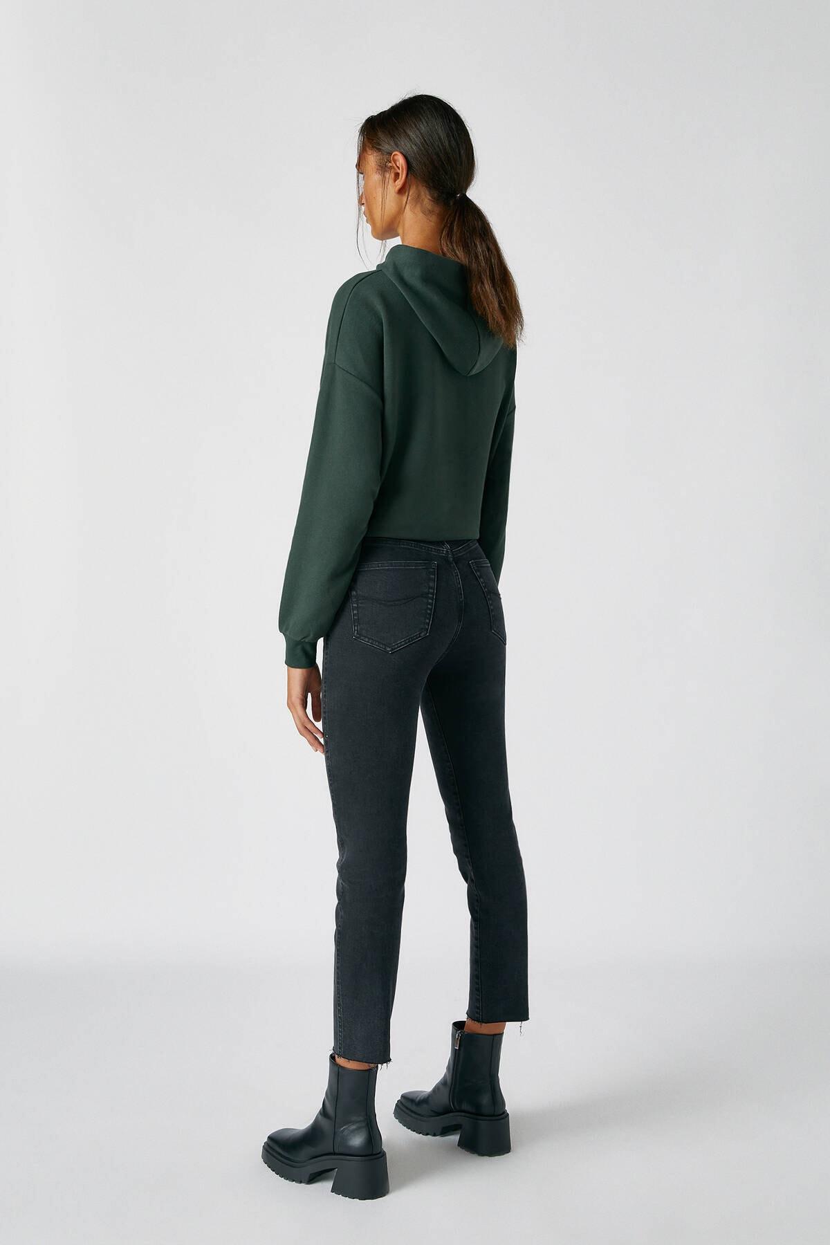 Pull & Bear Kadın Siyah Comfort Slim Fit Mom Jean 2