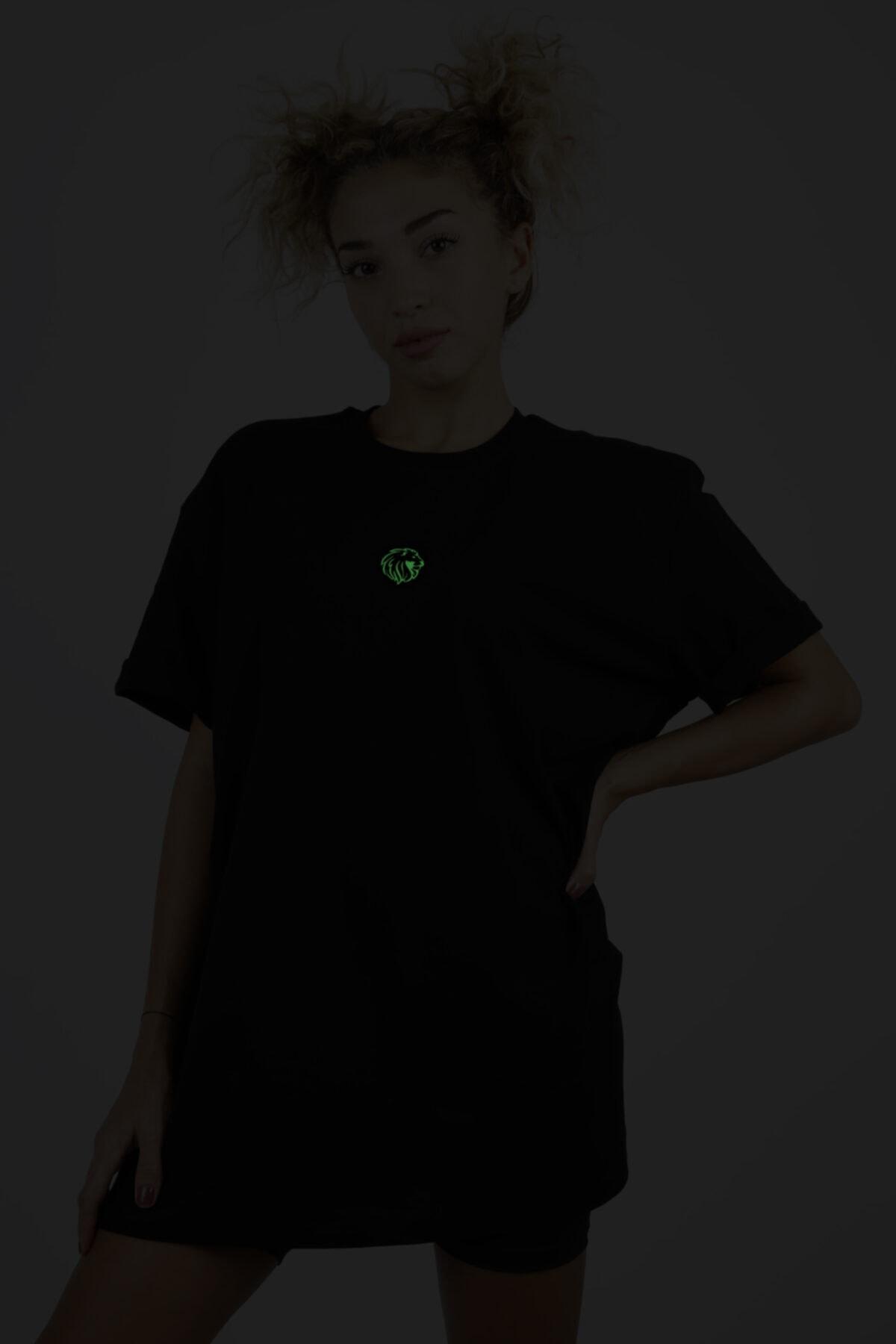 JANQ LIONA Kadın Siyah Fosfor Çivi Baskılı T-Shirt 2