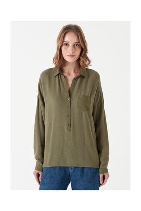Mavi Cep Detaylı Yeşil Bluz