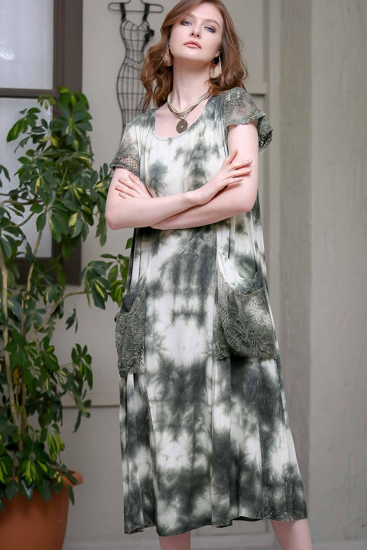 Chiccy Kadın Yeşil Desenli Dantel Kol Ve Cep Detaylı Salaş Yıkamalı Astarlı Dokuma Elbise  M10160000EL97244