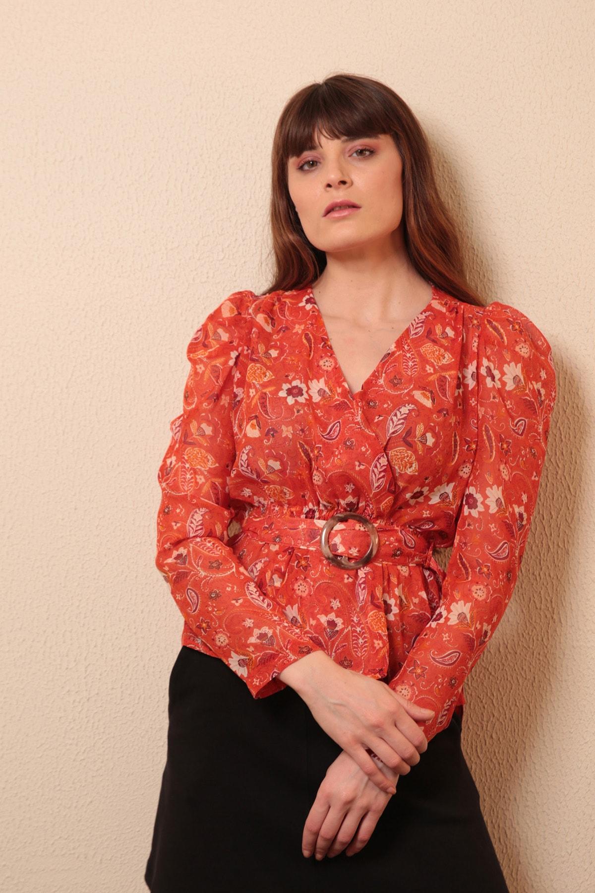 Reyon Kadın Nar Çiçeği Çiçekli Kruvaze Yaka Bluz  20269035F3B
