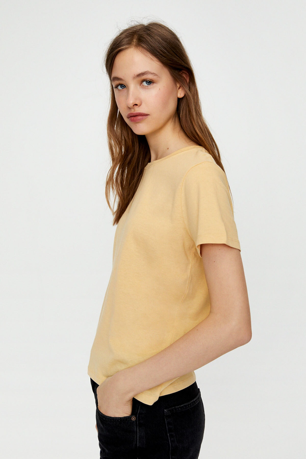 Pull & Bear Kadın Kısa Kollu Basic T-Shirt 05244357 2
