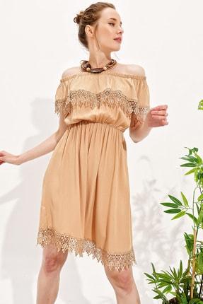 Trend Alaçatı Stili Kadın Bej Madonna Yaka Güpür Detaylı Dokuma Elbise Alc-X4310