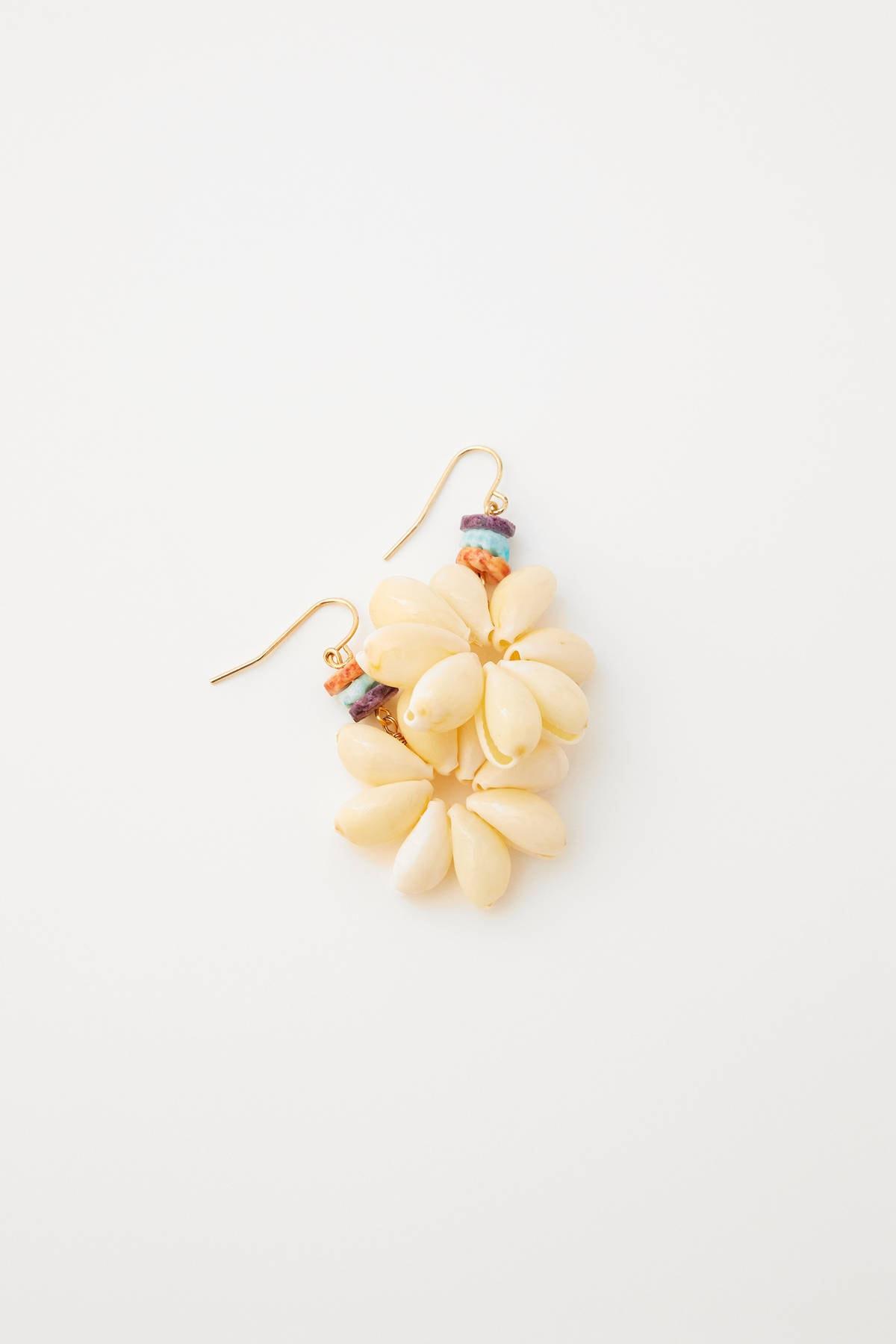 Pull & Bear Kadın Altın Rengi Denik Kabuklu Çiçek Küpe 05992323 2