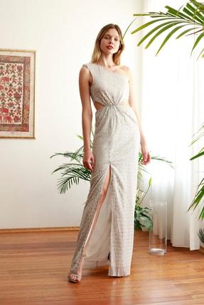 TRENDYOLMİLLA Gümüş Parıltılı Abiye & Mezuniyet Elbisesi TPRSS20AE0282