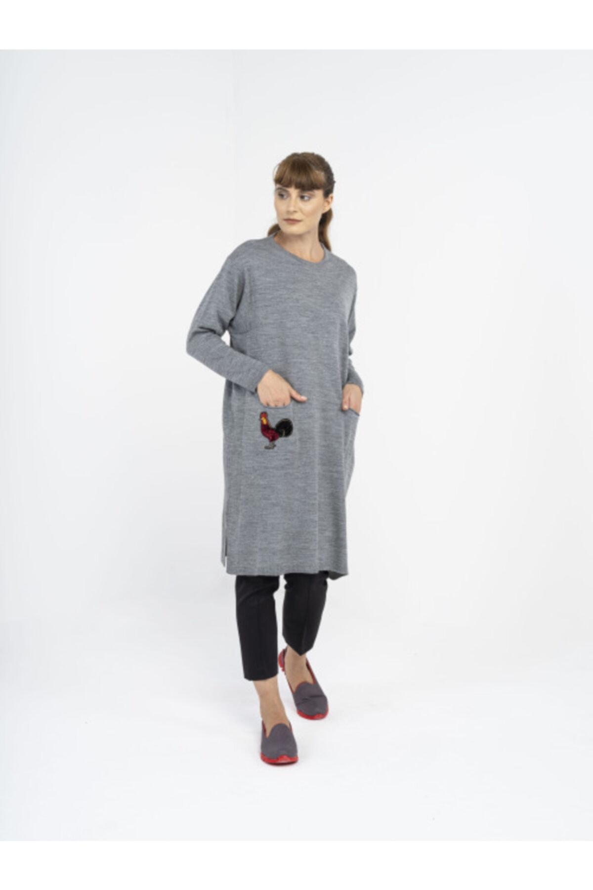 R4 Kadın Gri Horoz Motifli Triko Tunik 1